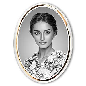 Grabbild - Porzellanbild in ovaler Form mit goldener Zierleiste, schwarz-weiß.